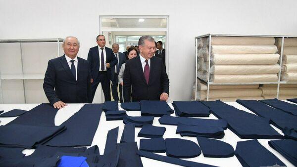 В Муйнаке Шавкат Мирзиёев ознакомился с деятельностью предприятия - Sputnik Узбекистан