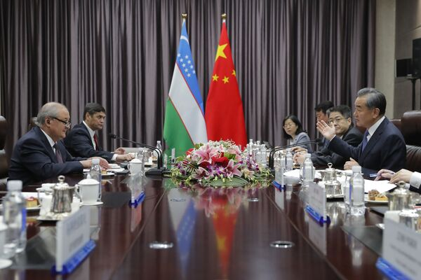 19 августа 2019 года в Пекине состоялась встреча министра иностранных дел Узбекистана Абдулазиза Камилова и министра иностранных дел Китая Ван И - Sputnik Узбекистан