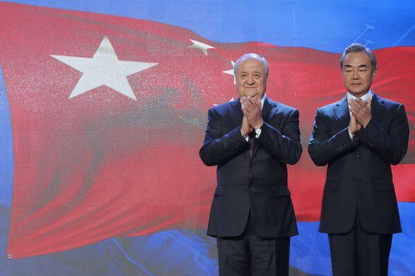 Министр иностранных дел Узбекистана Абдулазиз Камилов и министр иностранных дел Китая Ван И - Sputnik Узбекистан