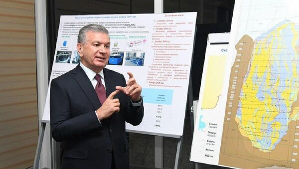 Президент Узбекистана Шавкат Мирзиёев во время посещения Каракалпакстана - Sputnik Узбекистан