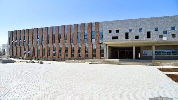 Строительство президентской школы в городе Нукусе - Sputnik Узбекистан