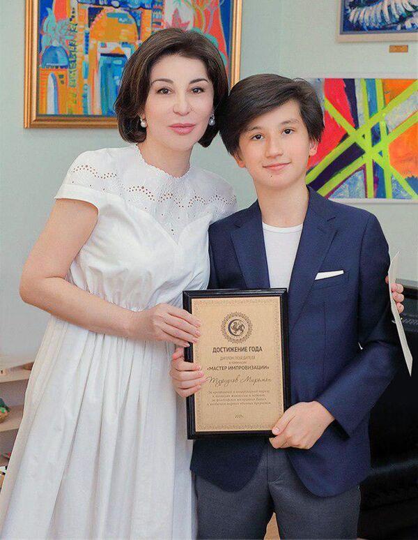 Супруга президента Узбекистана Зироат Мирзиёева со своим внуком Миромоном Турсуновым - Sputnik Узбекистан