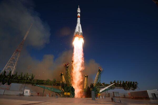 Запуск ракеты-носителя Союз-2.1а с пилотируемым кораблем Союз МС-14 со стартовой площадки космодрома Байконур - Sputnik Узбекистан