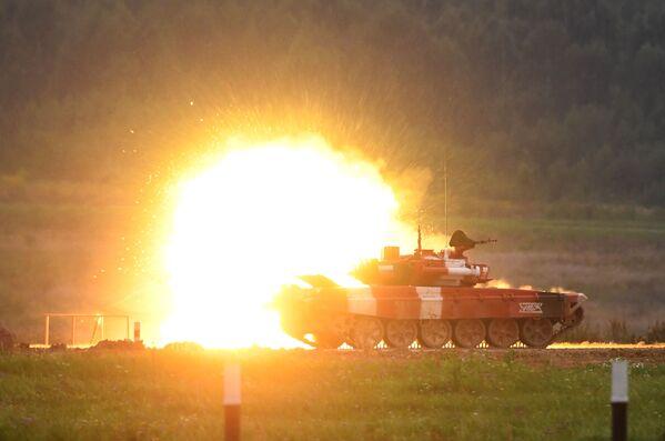 Танк Т-72Б3  на закрытии V Армейских международных игр-2019 - Sputnik Узбекистан