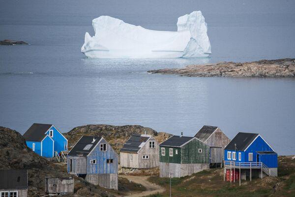 Айсберг около города Кулусук в Гренландии - Sputnik Узбекистан