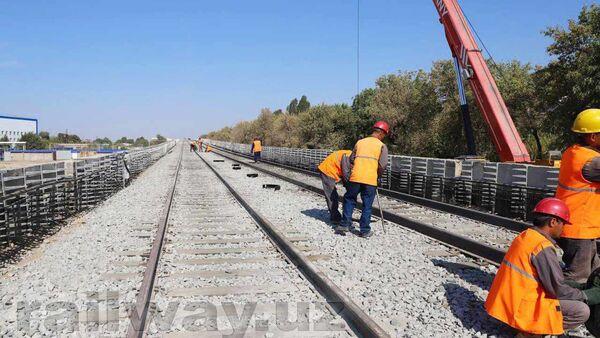 На наземной линии метрополитена началась прокладка железной дороги - Sputnik Узбекистан