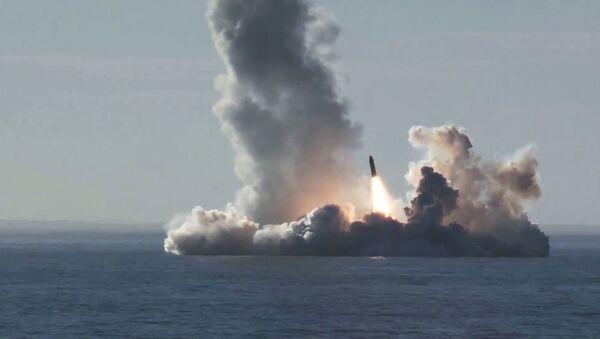 С подводного крейсера Юрий Долгорукий запустили четыре ракеты Булава по полигону Кура - Sputnik Ўзбекистон