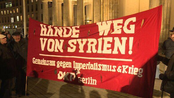 Руки прочь от Сирии – митинг против военного участия Германии в конфликте - Sputnik Узбекистан