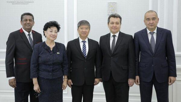 Между Министерством дошкольного образования, Министерством народного образования, хокимиятом Ташкента и сингапурской компанией Kinder World International Group подписано три меморандума о взаимопонимании - Sputnik Узбекистан