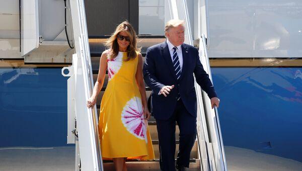 Prezident SSHA Donald Tramp i pervaya ledi Melaniya pribыvayut v Biarrits na sammit G7 vo Frantsii - Sputnik Oʻzbekiston