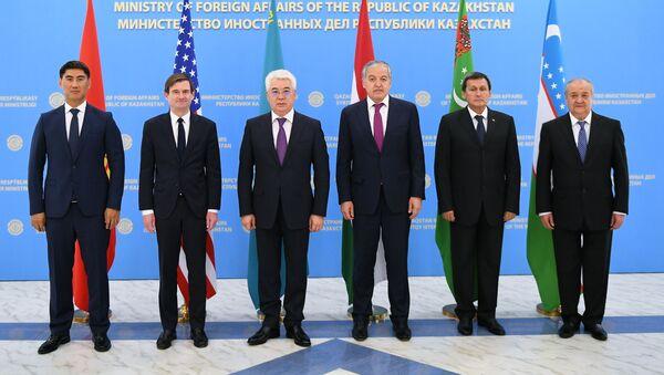 Министр иностранных дел Узбекистана Абдулазиз Камилов принял участие в работе встречи С5+ в городе Нур-Султан Республики Казахстан - Sputnik Узбекистан