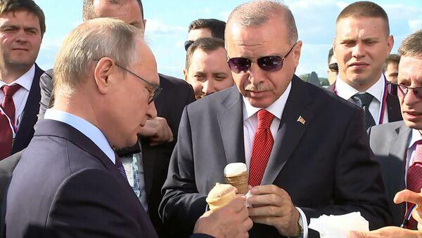 Сдачи не надо: Путин купил Эрдогану мороженое - видео - Sputnik Узбекистан