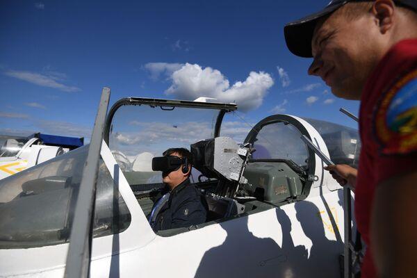 Тренажер самолета Л-39 альбатрос на Международном авиационно-космическом салоне МАКС-2019 в подмосковном Жуковском - Sputnik Узбекистан