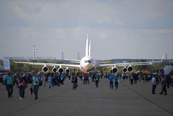 Советский и российский пассажирский широкофюзеляжный самолет Ил-96 на авиасалоне МАКС-2019 - Sputnik Узбекистан