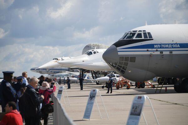 Советский военно-транспортный самолет Ил-76 МД-90А на Международном авиационно-космическом салоне МАКС-2019 в подмосковном Жуковском - Sputnik Узбекистан