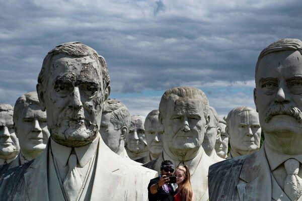 Бюсты бывших президентов США в Вильямсбурге - Sputnik Узбекистан