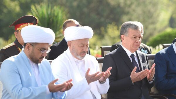 Шавкат Мирзиёев почтил память жертв репрессий - Sputnik Узбекистан