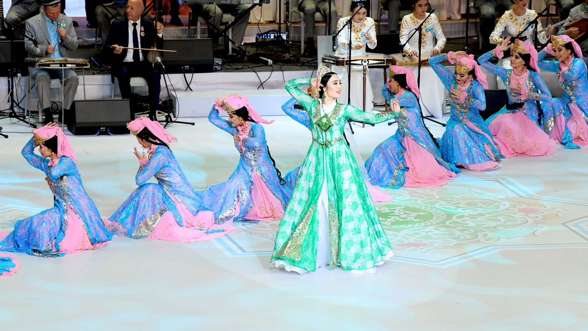 Национальные узбекские танцы на концерте в честь Дня независимости - Sputnik Узбекистан, 1920, 07.09.2021