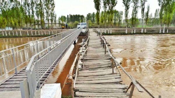 Мост через реку в одной из махаллей Ферганы - Sputnik Ўзбекистон