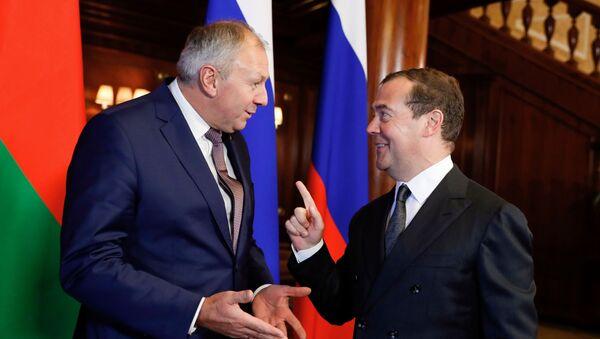 Премьер-министр РФ Д. Медведев провел переговоры с премьер-министром Белоруссии С. Румасом - Sputnik Узбекистан