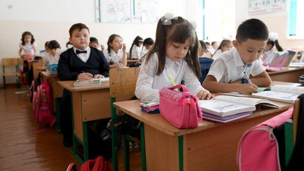 Deti na zanyatiyax v shkole - Sputnik Oʻzbekiston