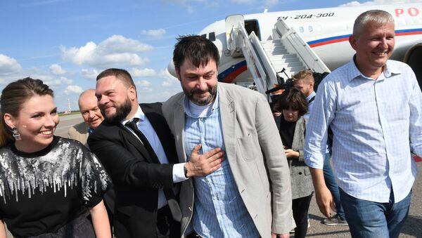 Ситуация во Внуково на фоне сообщений об обмене заключенными - Sputnik Ўзбекистон