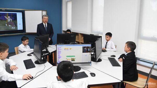 Глава Республики Узбекистан Шавкат Мирзиёев 10 сентября посетил президентскую школу в Ташкенте - Sputnik Ўзбекистон