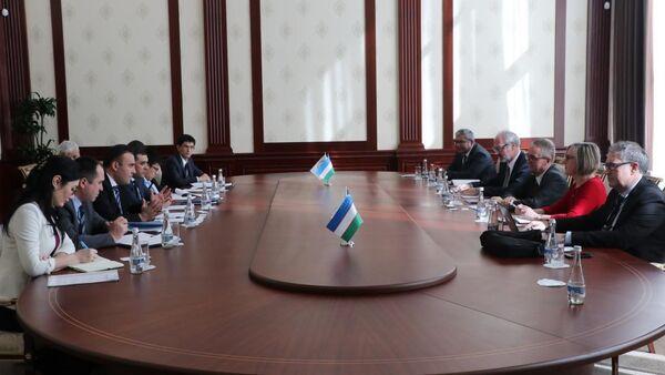 АБР поможет Узбекистану с выпуском облигаций в нацвалюте - Sputnik Узбекистан