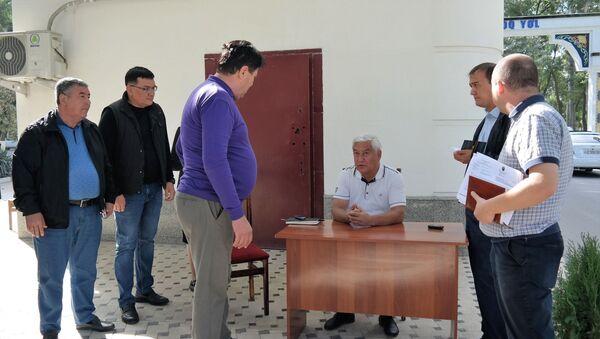 Хоким Алмазарского района Бахтиёр Рахмонов на совещании с заместителями и руководителями секторов - Sputnik Узбекистан