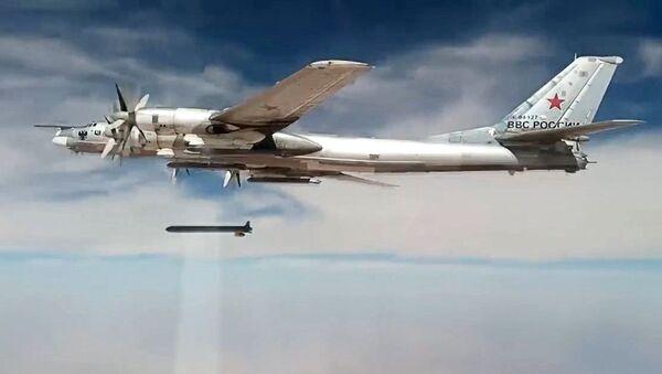 Нанесение авиаударов Ту-95МС крылатыми ракетами ХА-101 по объектам террористов в Сирии - Sputnik Узбекистан