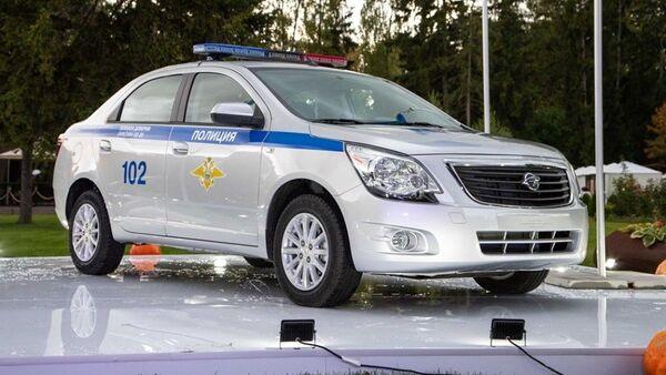 Ravon pokazal v Moskve politseyskiy avtomobil - Sputnik Oʻzbekiston