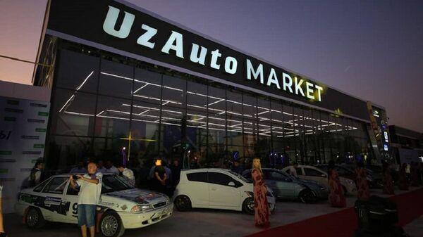 Салон компании UzAuto - Sputnik Ўзбекистон