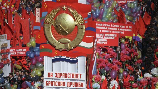Qizil maydonda namoyish, 1986 yil 1 may. - Sputnik Oʻzbekiston