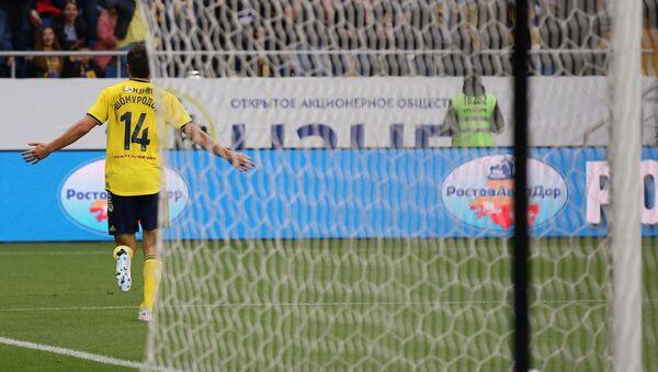 Игрок Ростова Эльдор Шомуродов радуется забитому мячу в матче 11-го тура чемпионата России по футболу - Sputnik Узбекистан