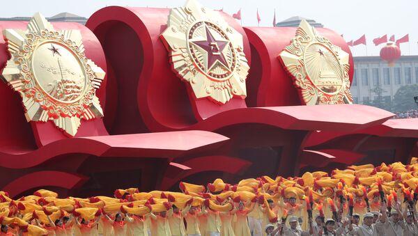 Участники военного парада в честь 70-летия образования КНР в Пекине  - Sputnik Ўзбекистон