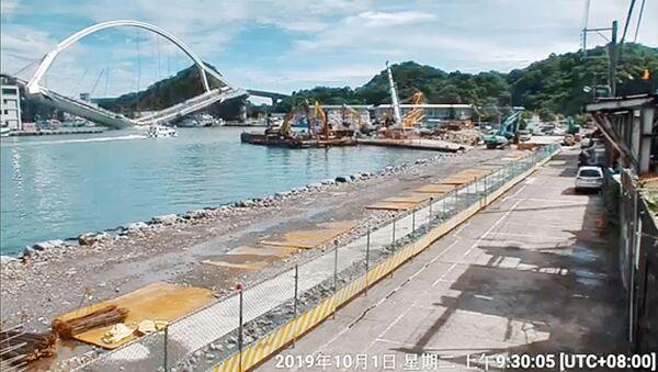 Obval arochnogo mosta v tayvanskom uyezde Ilan - Sputnik Oʻzbekiston