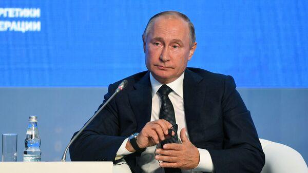 Prezident RF V. Putin prinyal uchastiye v tretyem Mejdunarodnom forume Rossiyskaya energeticheskaya nedelya - Sputnik Oʻzbekiston