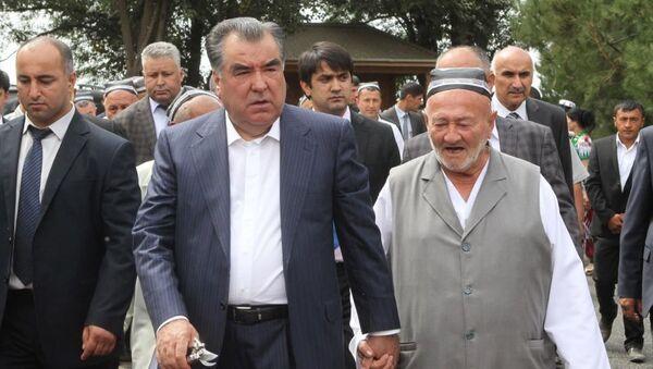 Xodji Kamol Madumarov i prezident Tadjikistana Emomali Raxmon - Sputnik Oʻzbekiston