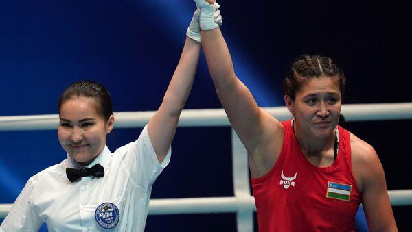 Слева направо: Шахноза Юнусова (Узбекистан), победившая в предварительном поединке с Идимох Кхоловой  (Таджикистан) - Sputnik Узбекистан