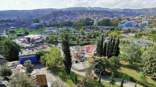 Тбилисоба 2019: жители и гости Тбилиси отмечают День города - видео - Sputnik Узбекистан