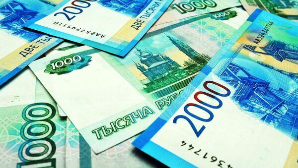 Банкноты номиналом 1000 и 2000 рублей - Sputnik Ўзбекистон