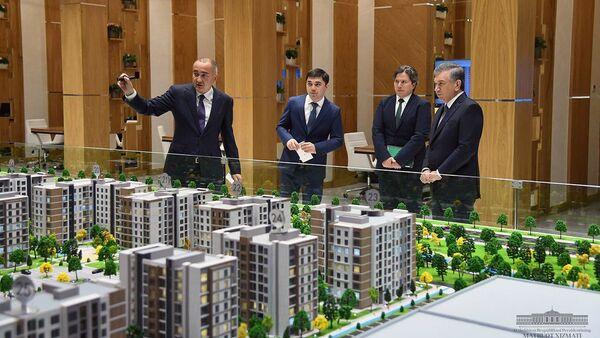 Шавкат Мирзиёев ознакомился со строительством современных энергоэффективных домов - Sputnik Ўзбекистон