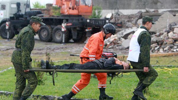 Учения по отработке действий спасательных команд при поисково-спасательных операциях в городских условиях после землетрясения - Sputnik Узбекистан