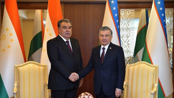 Шавкат Мирзиёев встретился с Эмомали Рахмоном - Sputnik Узбекистан