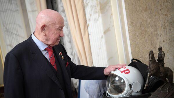 Prezident RF V. Putin nakanune Dnya kosmonavtiki posmotrel film Vremya pervыx - Sputnik Oʻzbekiston