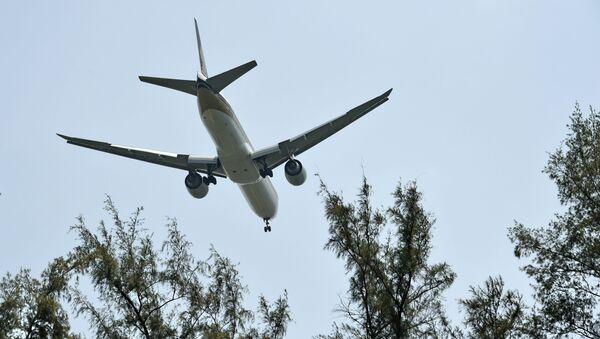 Samolet Boeing 777 zaxodit na posadku - Sputnik Oʻzbekiston