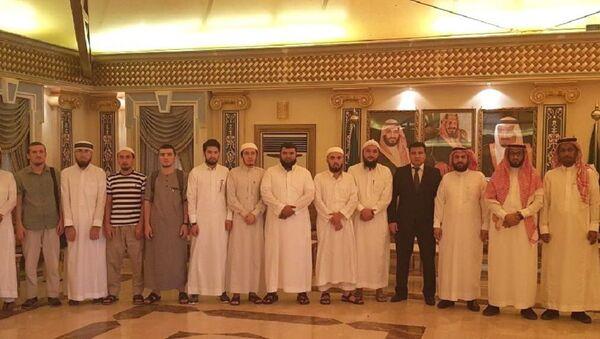 Генконсул Узбекистана в Саудовской Аравии встретился со студентами - Sputnik Узбекистан