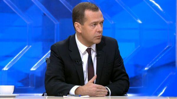 Интервью премьер-министра РФ Дмитрия Медведева российским телеканалам - Sputnik Ўзбекистон