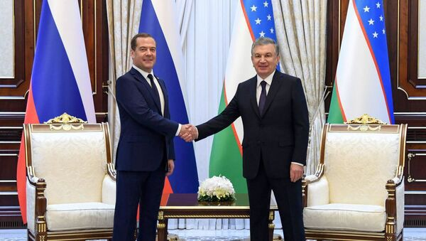 Prezident Uzbekistana Shavkat Mirziyoyev i predsedatel pravitelstva RF Dmitriy Medvedev - Sputnik Oʻzbekiston