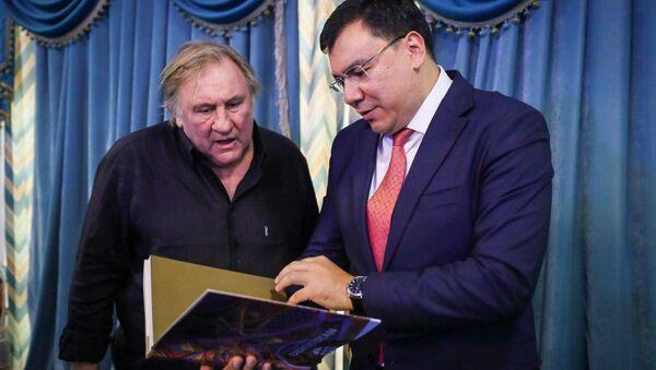 Жерар Депардье посетил Центр исламской цивилизации в Ташкенте - Sputnik Узбекистан